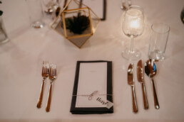 Hochzeit Papeterie Namenskärtchen gedeckter Tisch